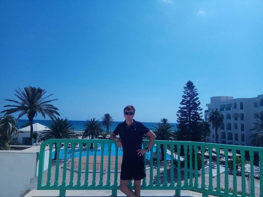 Фото у отеля в Тунисе